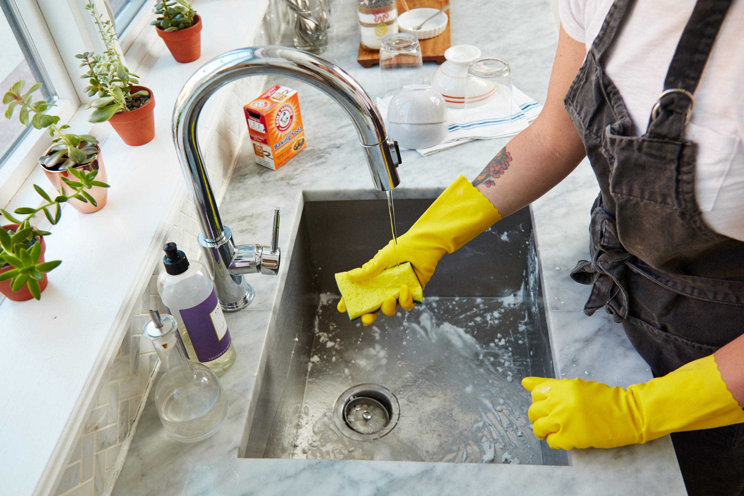 gloves fir your dishes